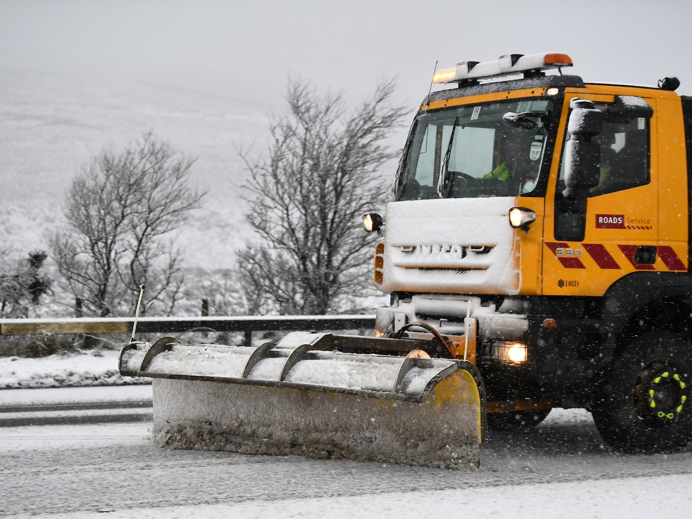 Snow ice gritter